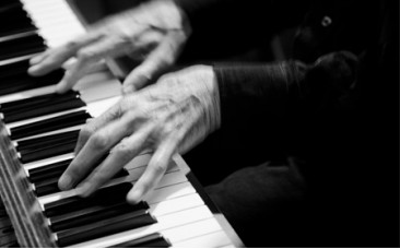黑白雙舞鋼琴名家
